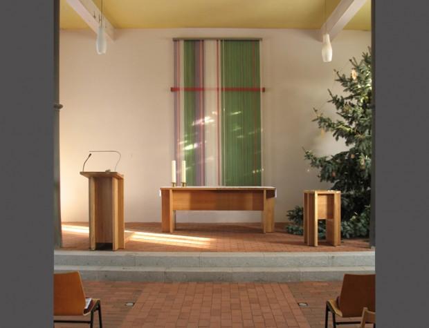 Altar, Lesepult, Taufe, textile Wandgestaltung